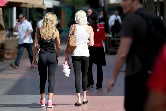 Why Do We Fall Bruce Wallpaper Fad Fallout Yoga Pants Craze Has Denim Retailers Singing