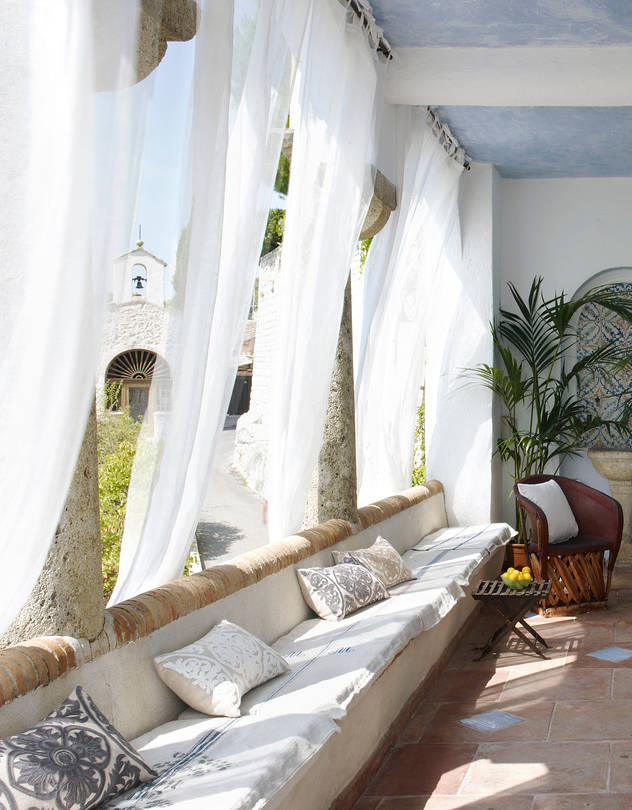 selecting outdoor curtains