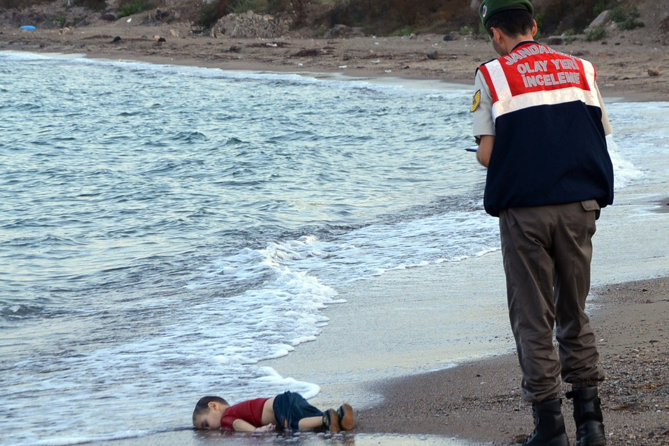 Drowned Aylan Kurdi on a Turkish beach