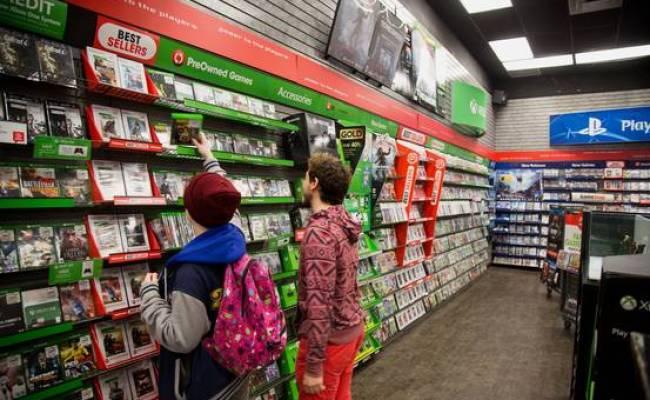 Gamestop Shares Fall On Weak Earnings Wsj