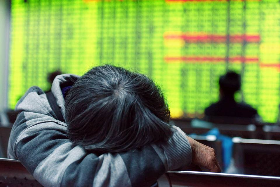 China's benchmark Shanghai stock index closed down 5.3% as investors continued to worry over the state of the world's second-largest economy.