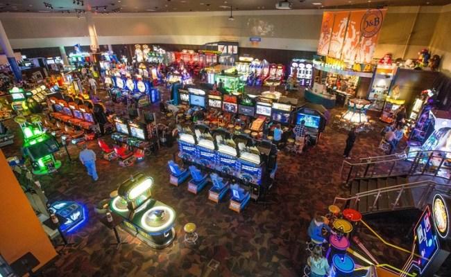 Dave Buster S Gets 1 1 Billion Bid From Roark Capital Wsj