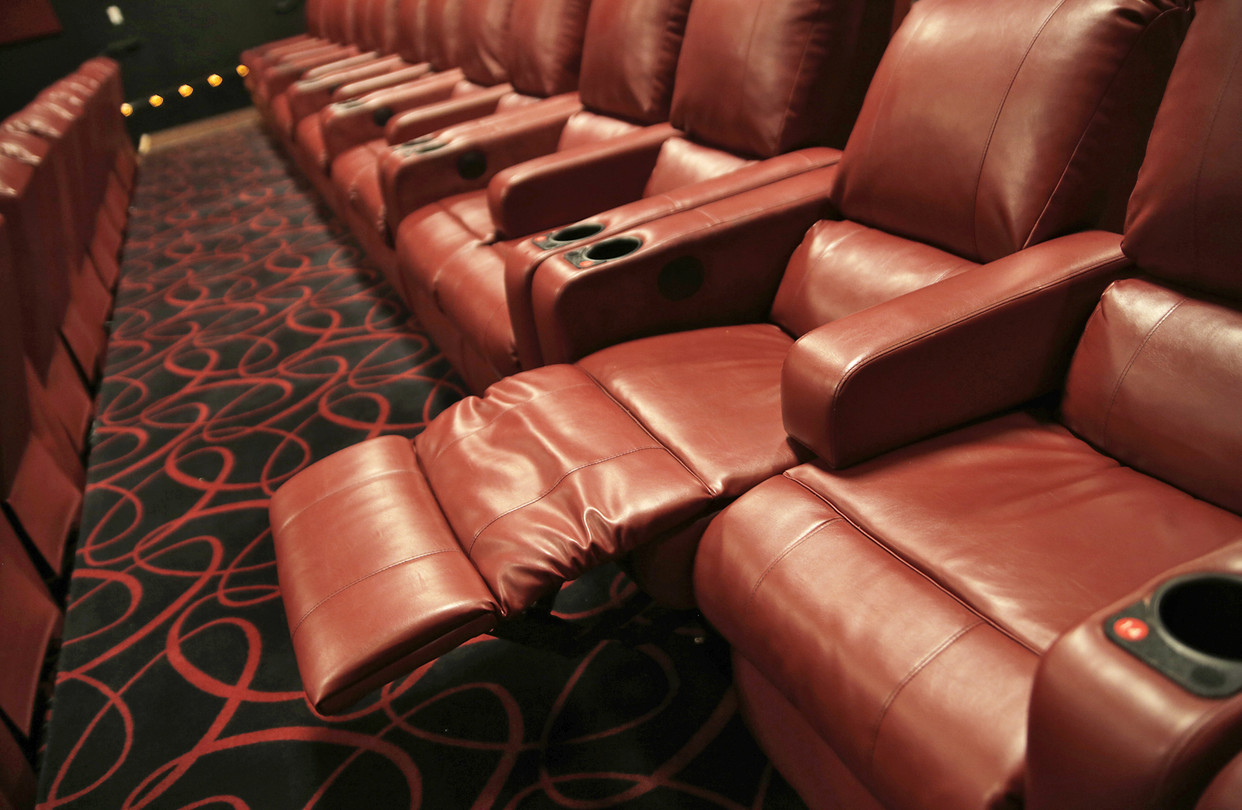 Reclining Chair Movie Theater Now At The Movies Fully Reclining Seats Wsj