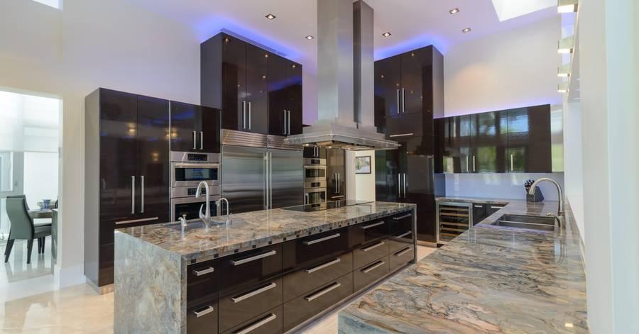 kitchen laminate best high end appliances 台面仅限于您的预算和想象力 international news formica层压板是厨房的默认选择 但房 主现在可以选择石英 花岗岩 玻璃和玛瑙等奢侈品