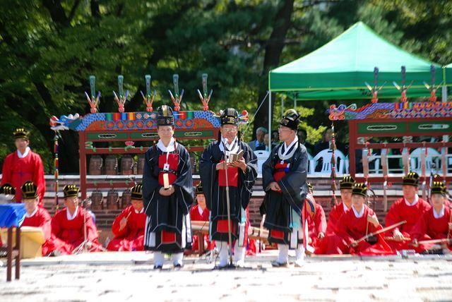 朝鮮王室後代至今還保持穿十二章冕祭祀宗廟的禮儀 - 每日頭條