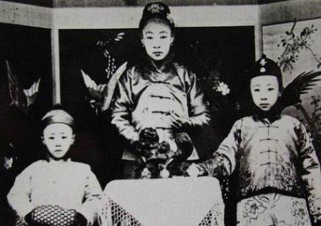 圖說歷史:一組溥儀幼年時與親生父母及家人的老照片 - 每日頭條