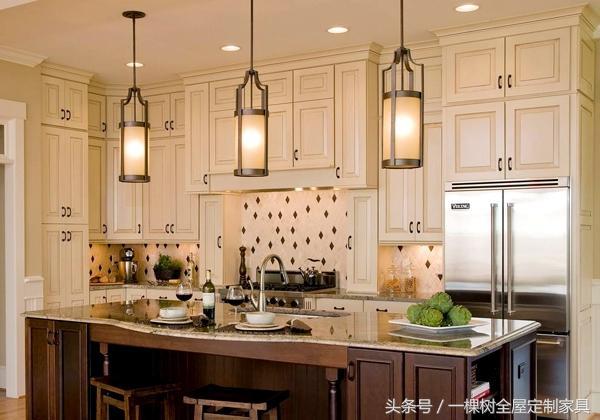 kitchen bulbs inexpensive remodel 编者推荐 清洁厨房有哪些小窍门 每日头条 厨房灯泡被油烟熏污 影响透光 用软布蘸点温热的醋来擦 油污很容易被擦净