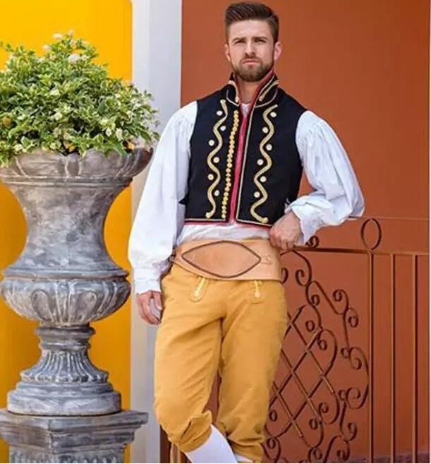 男模穿著各國民族服飾,看到緬甸和日本我忍不住笑了,你喜歡哪個 - 每日頭條