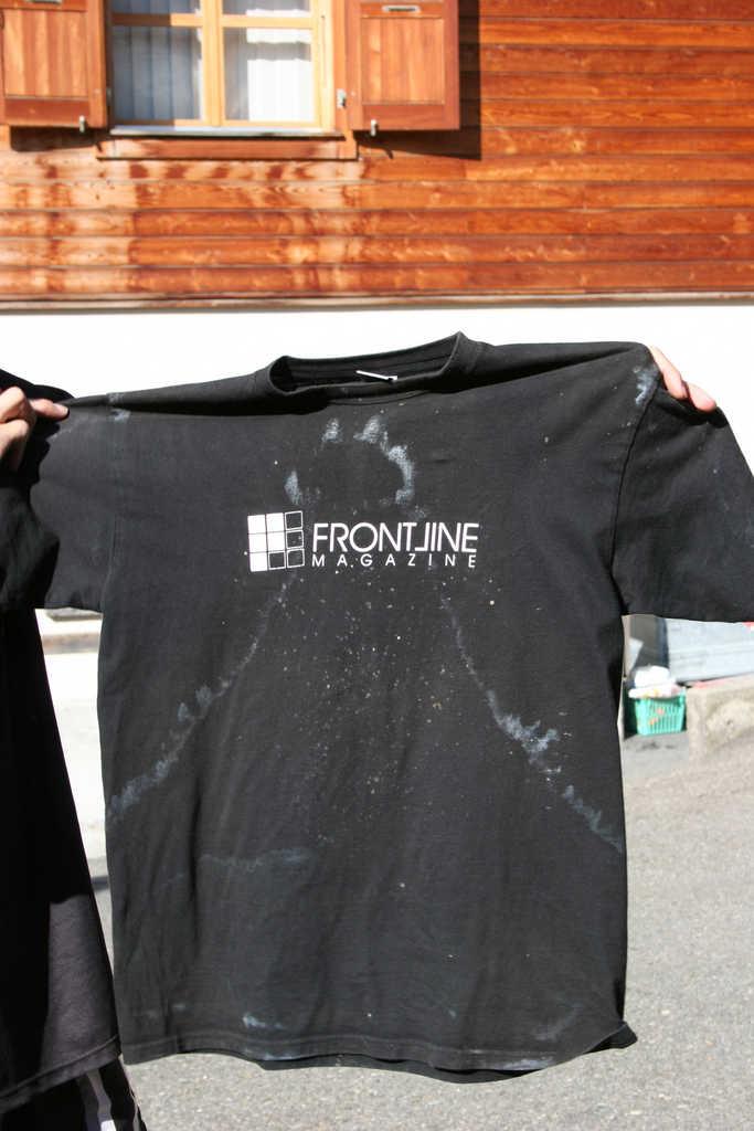 Frontline-Shirt mit Salzkruste