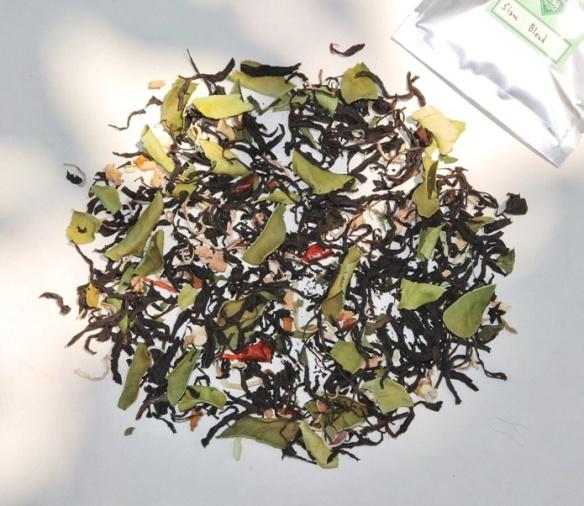 Thailändische Teemischung aus schwarzem Tee mit Thai-Gewürzen und Küchenkräuernund thailäThai