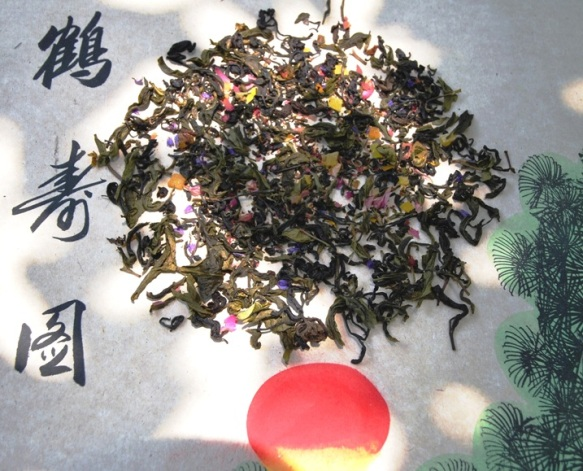 Aromatic tea blend from Thai green and black teas with tropical fruit