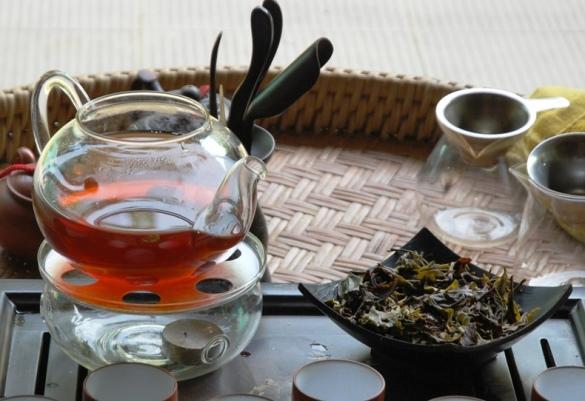 Genuss von Tropical Sunset Thailändische Tee- und Früchtemischnung mit tropischen Früchten zum Sonnenuntergang