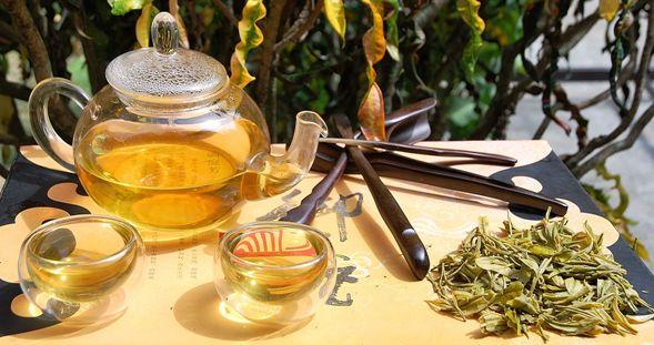 "Anji Bai Cha Grüner Tee / Anji ""Weißer"" Tee hinter Glas"