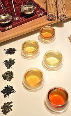 """Die Farbe von Tee"" Doppelwandige Teegläser"