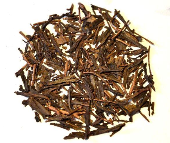 Hojicha Tee mit goldener (kiniro) Röstfarbe