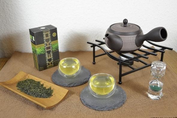Kabusecha Soshun, ein Kabusecha-Tee aus der zeitigen Frühpflückung Mitte April in Kagoshima, Japan
