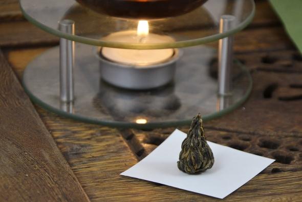 Black Needle Pagoda Tee - Schwarzer Tee aus Yunnan (Dian Hong Cha) in Pagodenform