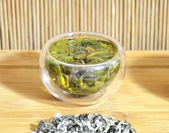 Leuchtend klarer Aufguss von Ancient Artisan Snow Shan Grüner Tee aus Vietnam