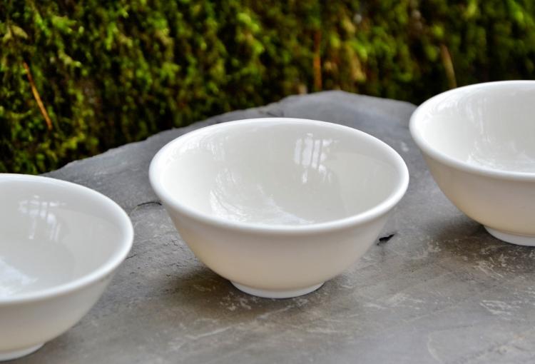 SiamTee Signature Porzellan-Teeschale - eine Mischung aus chinesischen und japanischen Gestaltungselementen