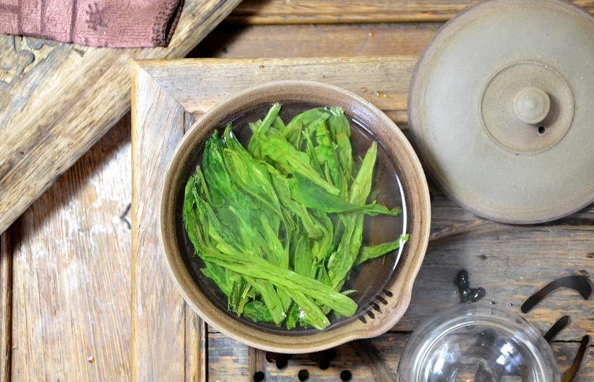Tai Ping Hou Kui Grüner Tee / Monkey King Grüner Tee - nasse Blätter nach dem Aufguss