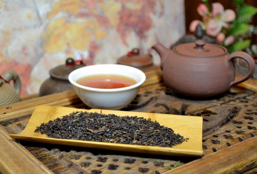"""Herbstfpflückung (""""Autumnal"""") des Teegartens Jungpana in Darjeeling"""