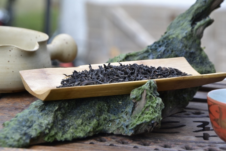 trockene Teeblätter vor dem Aufguss