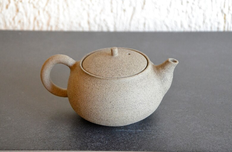 SiamTeas Signature Backhandle Teapot - handcrafted to SiamTeas specifications by Lower Saxony tea pottery master Karina Klages