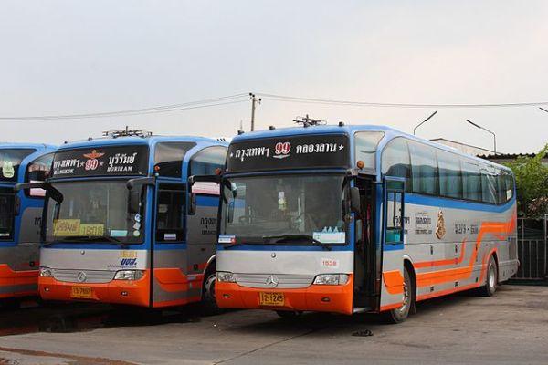 Des bus inter-provinciaux de Transport Co à Bangkok