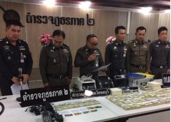 Conférence de presse de la police après le démantèlement du réseau à Chonburi