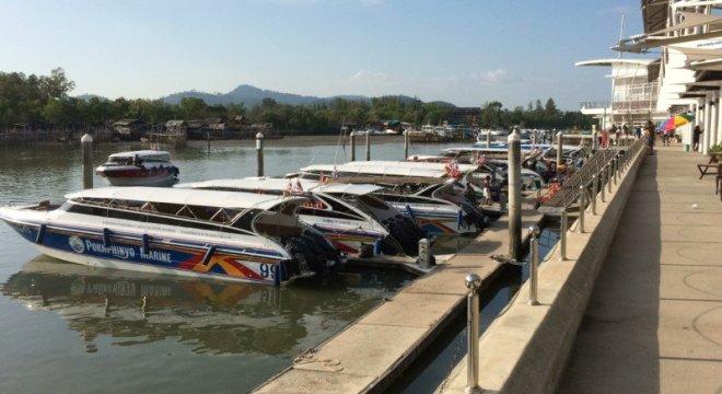 À Phuket, un speedboat a subitement pris feu à cause d'une cigarette, vendredi après-midi