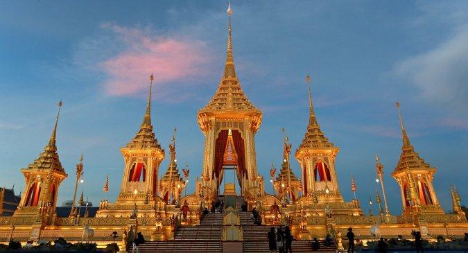 La déconstruction du Crématorium Royal est désormais achevée et ses différents éléments ont été divisés et exposés à travers la Thaïlande