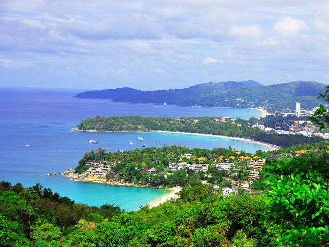 """Le """"viewpoint"""" de Phuket, Thaïlande, surplombant les plages de Kata Noi, Kata Yai et Karon"""