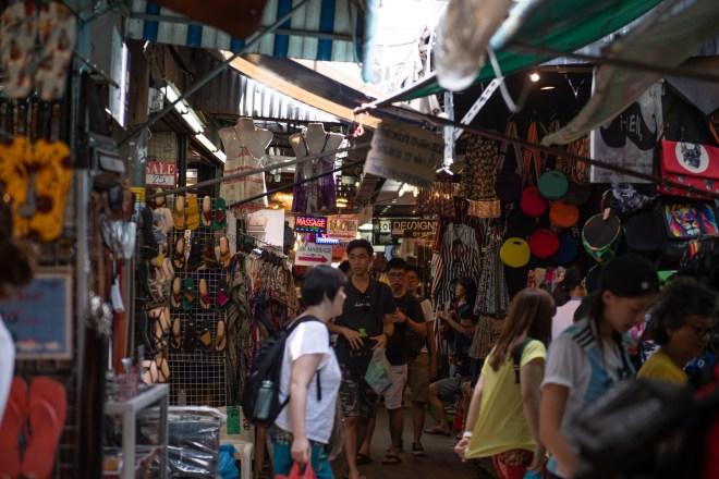 Une allée du marché de Chatuchak