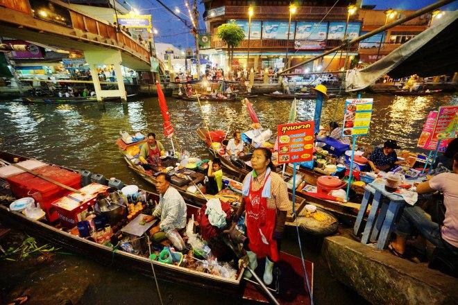 Le Marché flottant d'Amphawa, l'un des plus animés et plus célèbres de Thaïlande