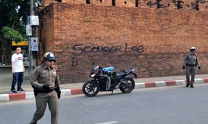 Deux touristes ont été arrêtés à Chiang Mai pour avoir tagué les murs historiques de la vieille-ville