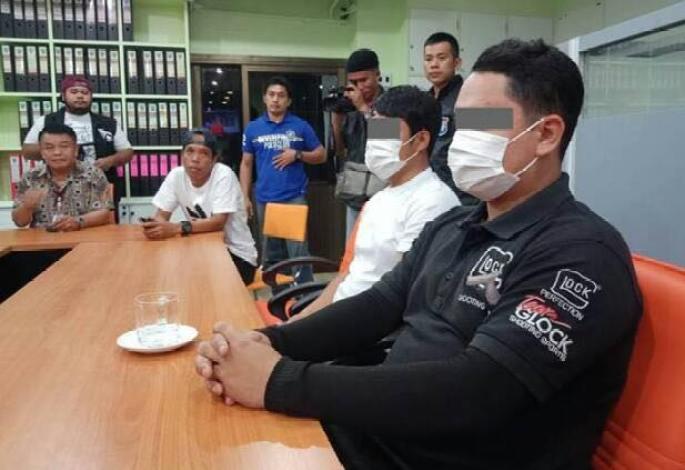 Deux hommes ont été arrêtés à Pattaya, après avoir arnaqué deux touristes chinois pour des mégots jetés au sol