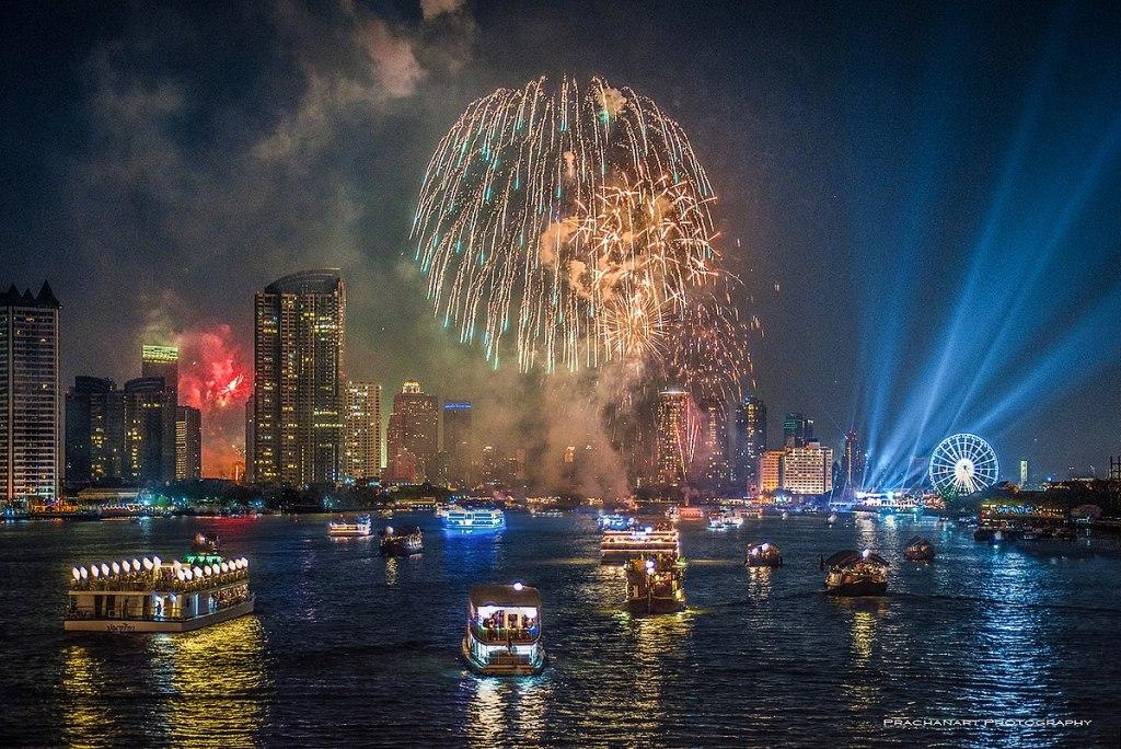 Nouvel An à Bangkok : un immense feu d'artifice le long du Chao Phraya