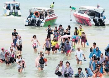 La Thaïlande réfléchit aux moyens de limiter le nombre de visiteurs dans les sites naturels