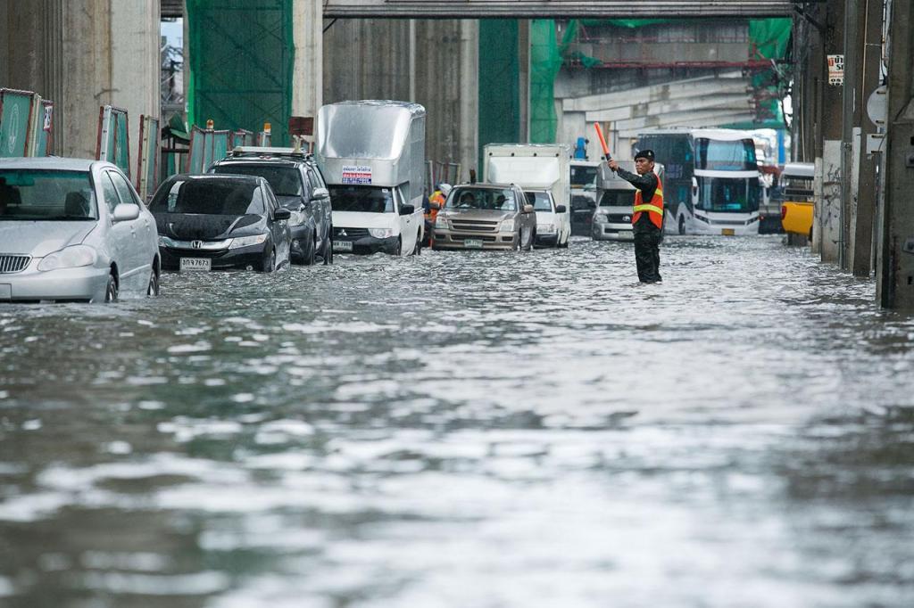 Pourquoi pleut-il si souvent en pleine heure de pointe du soir à Bangkok ?