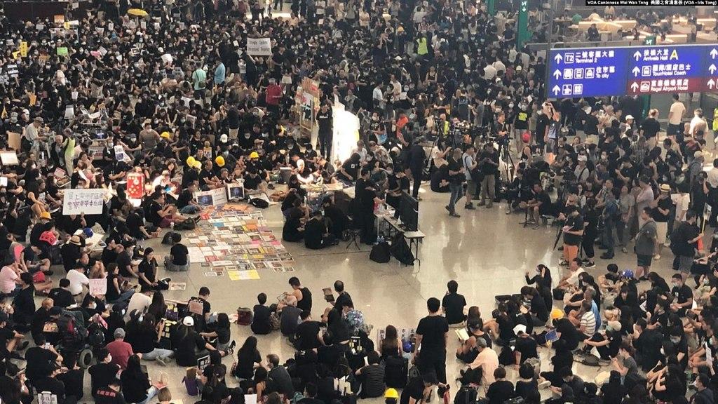 Amidst the political crisis, Thai tourists avoid Hong Kong