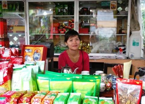 Royal Development Project Doi Tung, Thailand: Hilltribe Bazar, Tea Shop salesgirl