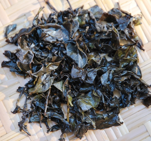 Doi Mae Salong Shi Er Black Pearls, wet leaves, black tea from Thailand