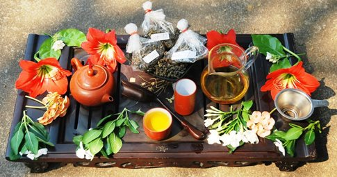 Trying fresh spring harvest 2014 Thai Oolongs from Doi Mae Salong