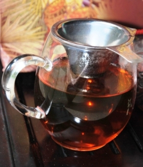 Dark red color of infused Doi Wawee shu Pu Erh tea