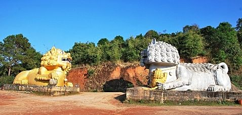Lion guards at the entrance to Doi Mae Salong's tea monument