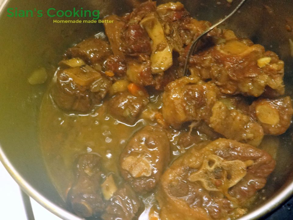 cooking-oxtail