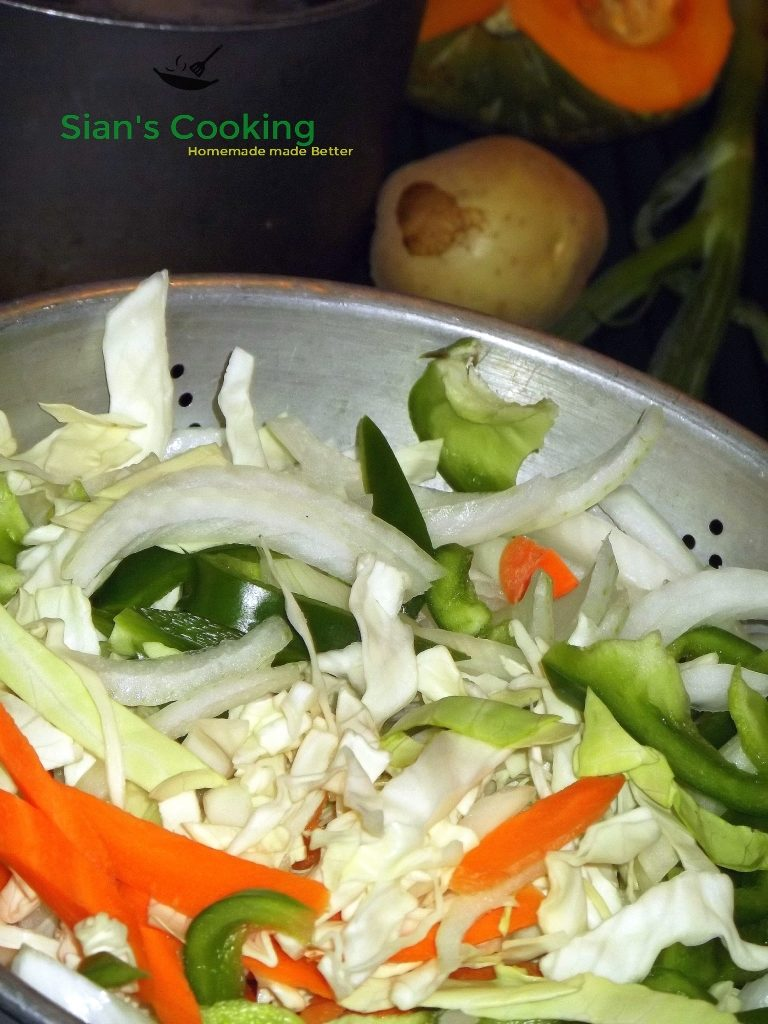 chopped vegetables for steamed cabbage