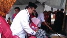 PMI Bukittinggi dan Warga Masak Satu Ton Rendang untuk Lombok