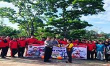 Peduli Dunia Olahraga, Kapolda Sumbar Beri Bantuan Alat Olahraga ke Sekolah di Mentawai