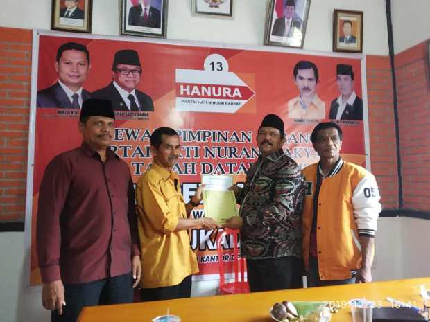 Pilkada Tanah Datar 2020, Wali Nagari Tigo Jangko Lintau Buo Indra Gunalan Daftar ke Hanura